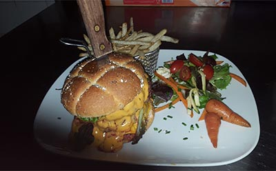 Gros burger saloon Dakota Toulon